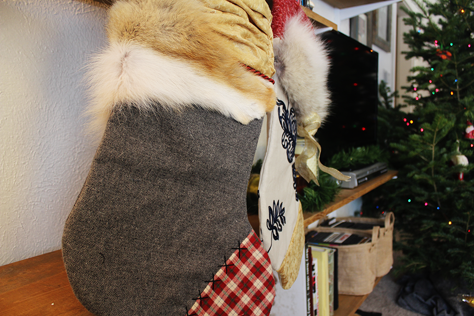 DIY Mixed Print Fur Holiday Stockings | via: www.npdodge.com